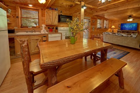 Rustic 2 Bedroom Cabin with Dining Table - The Barn