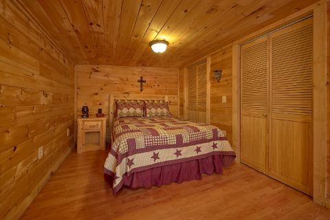 Queen Bedroom Sleep 5 - The Barn