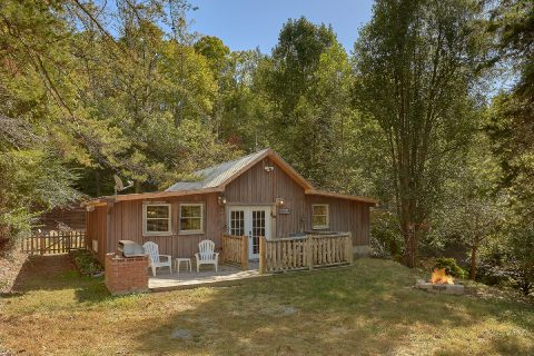 Semi Private 2 Bedroom Cabin with Fire Pit - The Barn