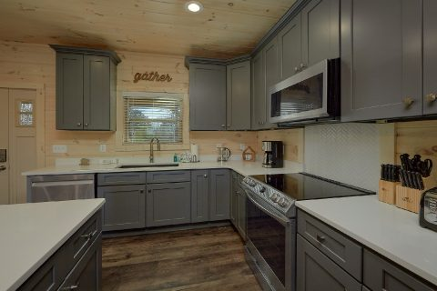 Fully Equipped Kitchen with Island - The Bear and Buck