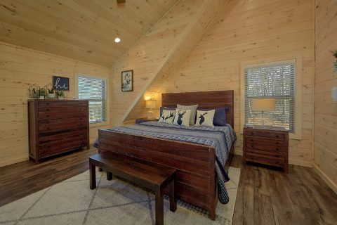 Master Suite with King Bed Sleeps 11 - The Bear and Buck