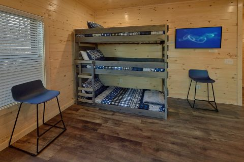 Game Room with Triple Bunk Beds and Cable TV - The Bear and Buck