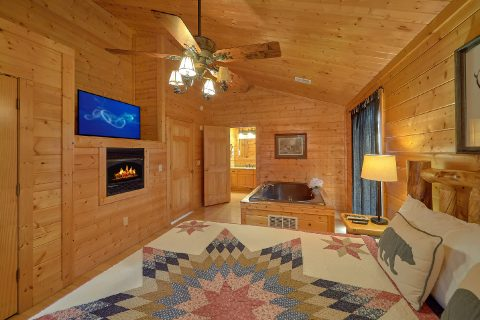 6 Bedroom Cabin with 5 Master Suites Sleeps 15 - The Big Cozy