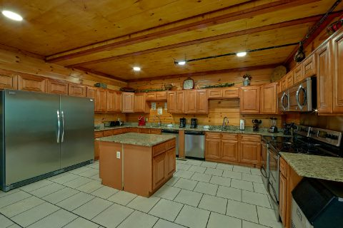 11 bedroom cabin with fully furnished kitchen - The Big Lebowski