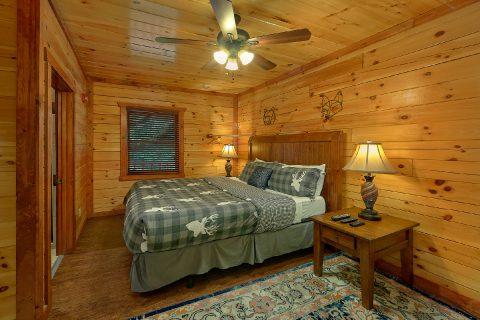 11 bedroom cabin with Master King Bedroom - The Big Lebowski