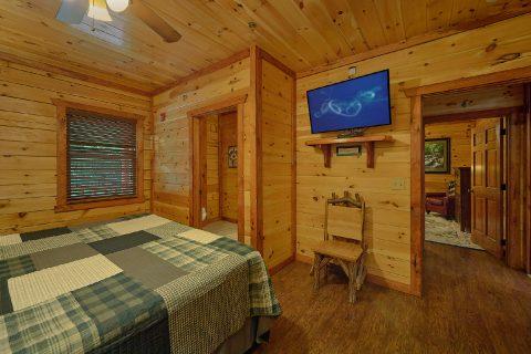 2 Private King Bedrooms in 11 bedroom cabin - The Big Lebowski