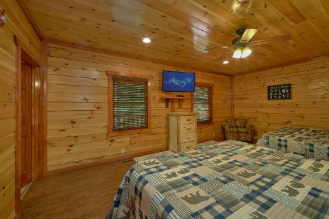 Spacious bedroom with 2 king beds in cabin - The Big Lebowski