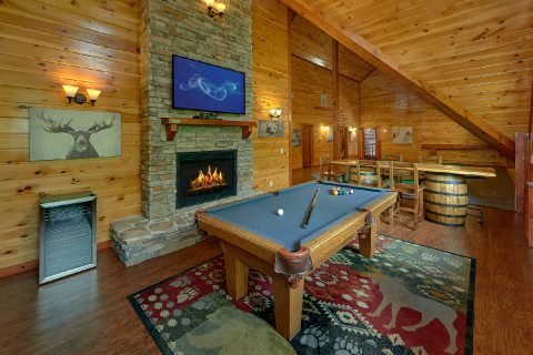 11 bedroom cabin with Pool Table and Game Room - The Big Lebowski