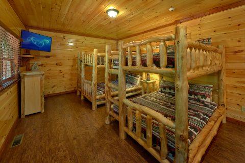 Queen bunk beds for 8 guests in 11 bedroom cabin - The Big Lebowski