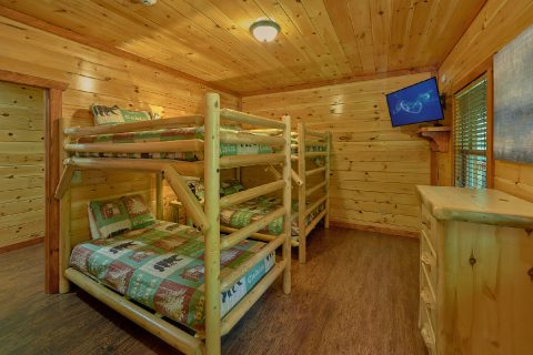 Pigeon Forge cabin with twin over full bunk beds - The Big Lebowski