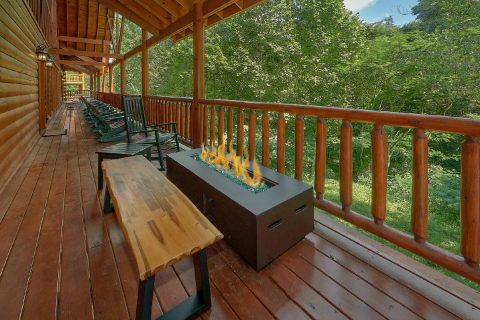 11 bedroom luxury cabin with fire pit on deck - The Big Lebowski