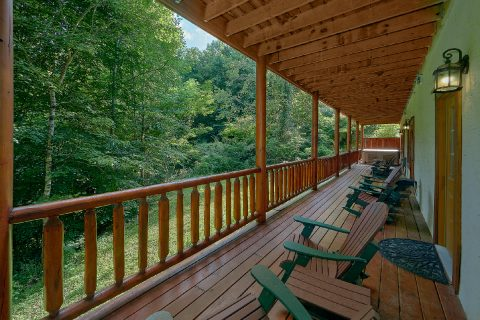 11 bedroom cabin with covered decks and hot tubs - The Big Lebowski