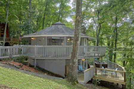 Hidden Peaks: 3 Bedroom Gatlinburg Cabin Rental
