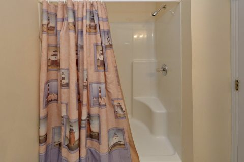 Pigeon Forge rental with 2 private full bathroom - The Bunkhouse
