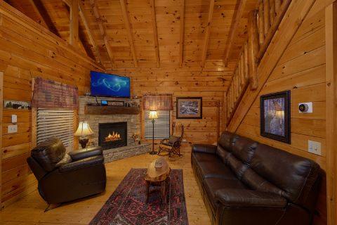 4 Bedroom 3 Bath Cabin Sleeps 10 - The Majestic
