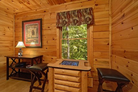 4 Bedroom Cabin with Arcade Game - The Majestic
