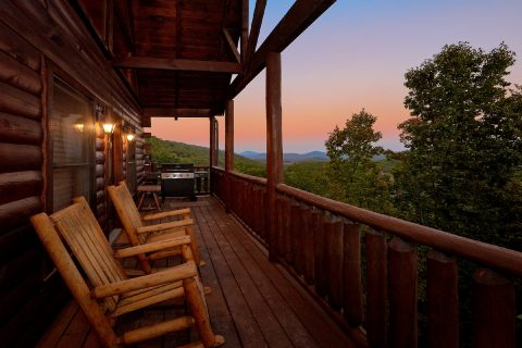 Spectaculal 4 Bedroom Cabin with Views - The Majestic