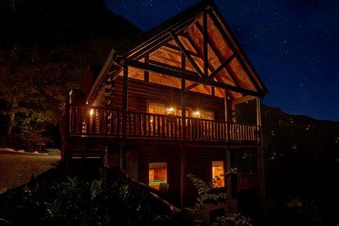 4 Bedroom 3 Bath 3 Story Cabin Sleeps 10 - The Majestic