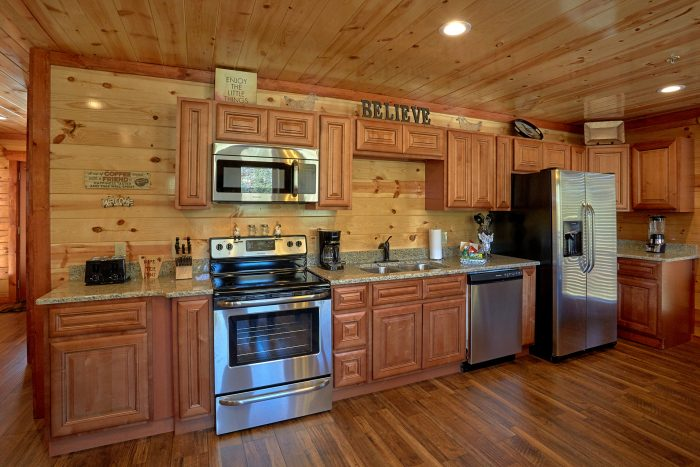 New 4 Bedroom Cabin Sleeps 14 with Indoor Pool - The Only TenISee