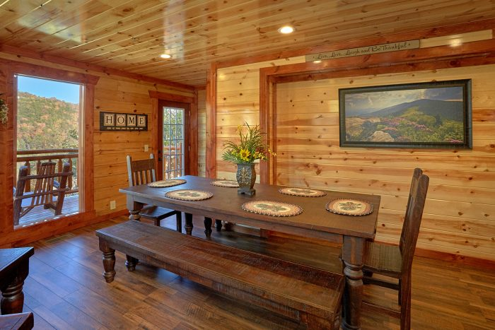 Luxurious 4 Bedroom Cabin Sleeps 14 - The Only TenISee