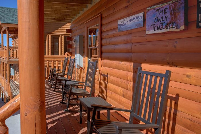 Large Open Back Decks 4 Bedroom Cabin - The Only TenISee