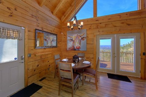 Spacious 1 Bedroom Cabin Sleeps 4 with Views - The Overlook