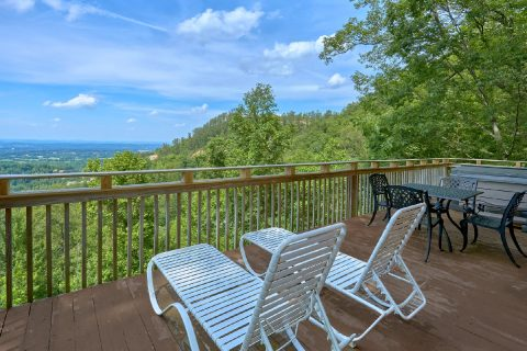 1 Bedroom Cabin Sleeps 4 with Views - The Overlook