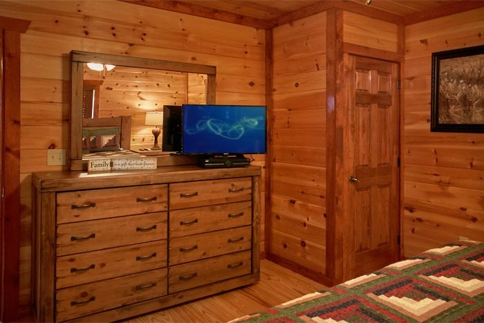 Luxurious Pigeon Forge Cabin with Flat Screen TV - The Preserve