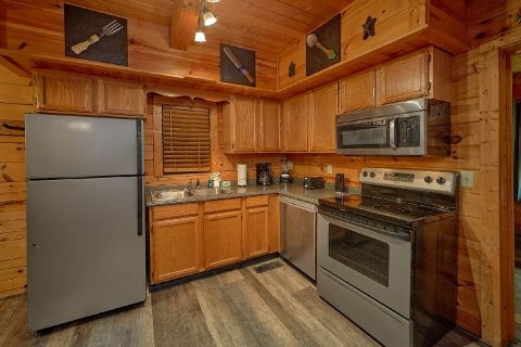 2 Bedroom cabin with Modern, Full Kitchen - The Waterlog