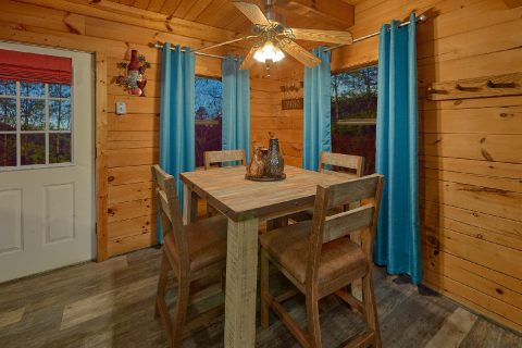 Luxurious 2 Bedroom Cabin with Dining Room - The Waterlog