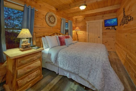 Cabin with Private King Bedroom - The Waterlog