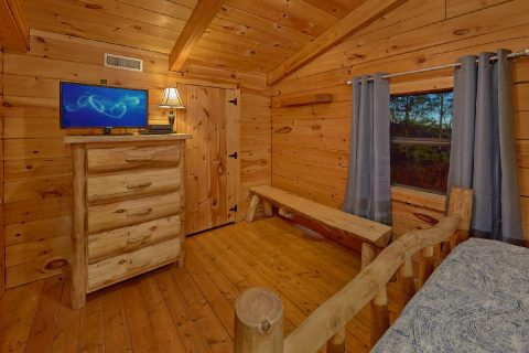 2 Bedroom Private Cabin with Deck and Views - The Waterlog