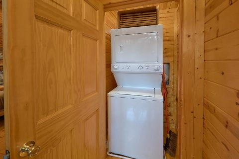 4 Bedroom 3 Bath Cabin with Washer and Dryer - The Woodsy Rest