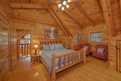 4 Bedroom Cabin with Master Bedroom - The Woodsy Rest