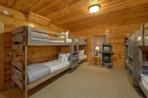4 Bedroom Cabin with Kids Bunk Bed Room - The Woodsy Rest