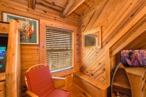 2 Bedroom 2 Bath Cabin in Pigeon Forge Sleeps 8 - Tin Pan Alley