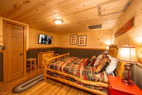 Lower Level Bedroom 2 Bedroom Cabin Sleeps 8 - Tin Pan Alley