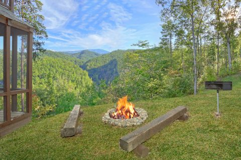 Fire Pit 2 Bedroom Cabin with 2 King Beds - TipTop