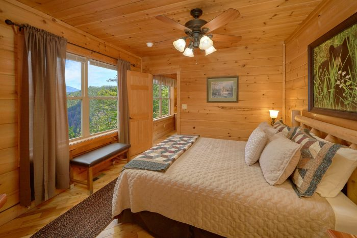 Cabin with One King Bed - TipTop