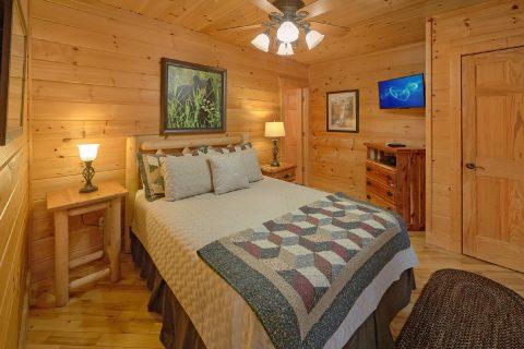 King Bed with Views 2 Bedroom Cabin Sleeps 6 - TipTop