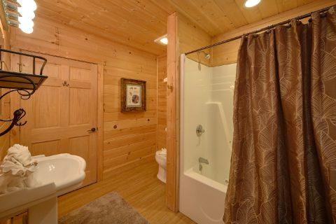 2 Bedroom Cabin 2 1/2 Bath Sleeps 6 - TipTop