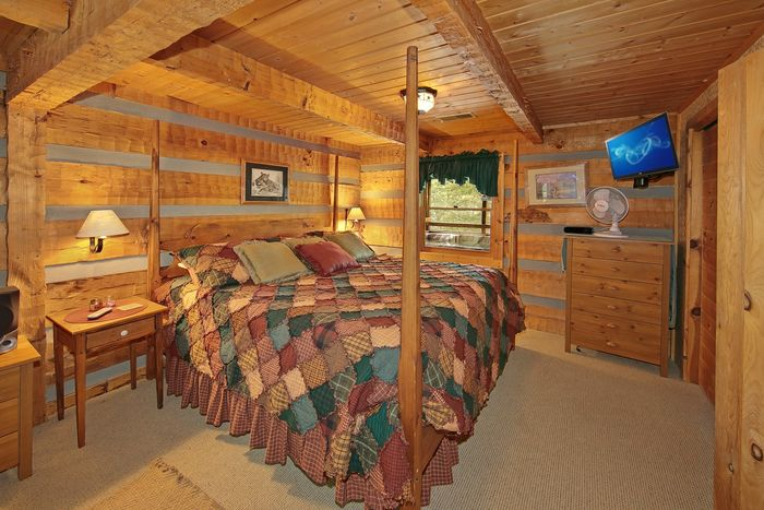 1 Bedroom Cabin with a Rustic King Bedroom - Top of the Mountain