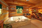 1 Bedroom Wears Valley Cabin with a Jacuzzi Tub