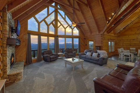 Mountain Views from 6 bedroom luxury cabin - Top Of The World