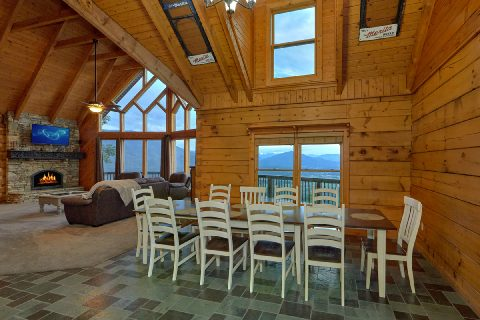 Large Dining room and Kitchen in 6 bedroom cabin - Top Of The World