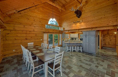 Spacious Dining room in 6 bedroom cabin rental - Top Of The World