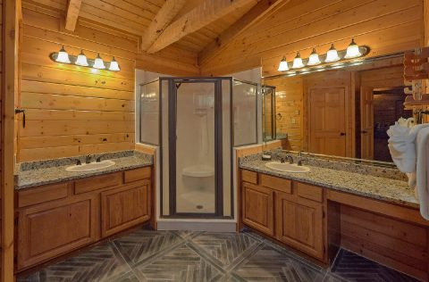 Private Master Bath with Sauna in rental cabin - Top Of The World