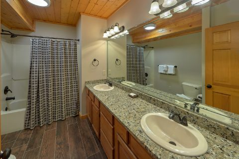 Private Master Bath in 6 bedroom cabin - Top of the World