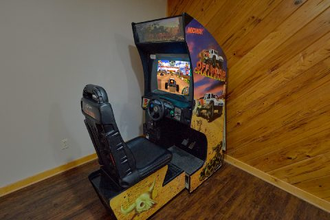 6 bedroom cabin with race car arcade game - Top of the World