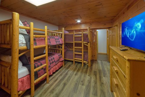Family Size cabin with bunk bedroom and TV - Top Of The World